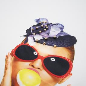 Нашивка девушка в очках и в шляпке 32,5*24см фото