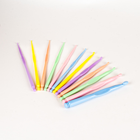 Набор пластмассовых крючков(12шт) фото