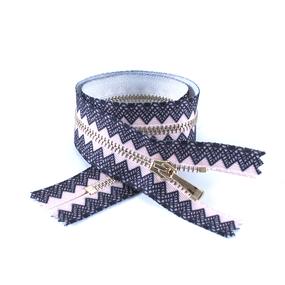 Молния металл №2 светлое золото н/р 35см розовый с черным декором фото