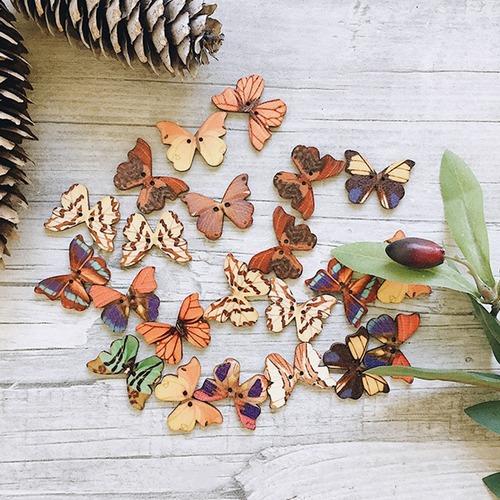 Пуговицы Бабочки из дерева цветные фото 1