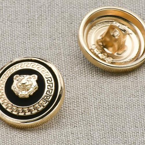 Пуговица металл ПМ11 20мм эмаль черная с золотым львом уп 12 шт фото 1
